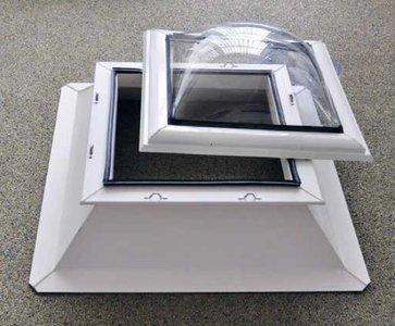 Lichtkoepel inbraakwerend 40x70cm inclusief dakopstand
